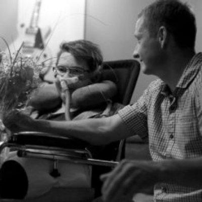 Первой в Санкт-Петербурге Службе помощи людям с боковым амиотрофическим склерозом (БАС) исполнился один год.