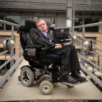 Сегодня, 14 марта, ушел из жизни величайший ученый современности, английский физик-теоретик и популяризатор науки Стивен Уильям Хокинг