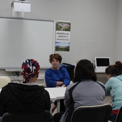 Волонтеры учатся сопровождать людей с инвалидностью в музеях