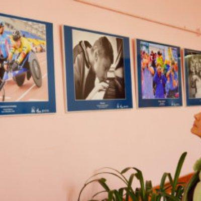 Выставка юбилейного фотоконкурса «Взгляды» о жизни «особого человека» открылась в Библиотеке № 4 им.А.А.Прокофьева